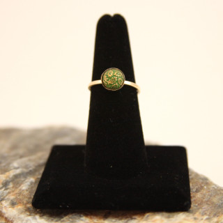 Nailhead ring in Green/Gold