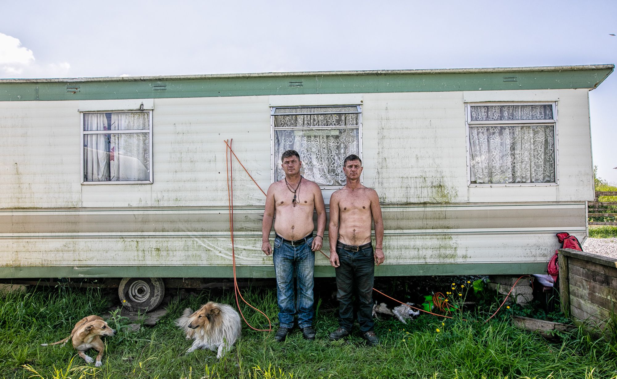 https://sparksgallery.com/wp-content/uploads/2018/10/Zousmer-Michele-Willie-and-Francie-Twins-Irish-Travellers.jpg